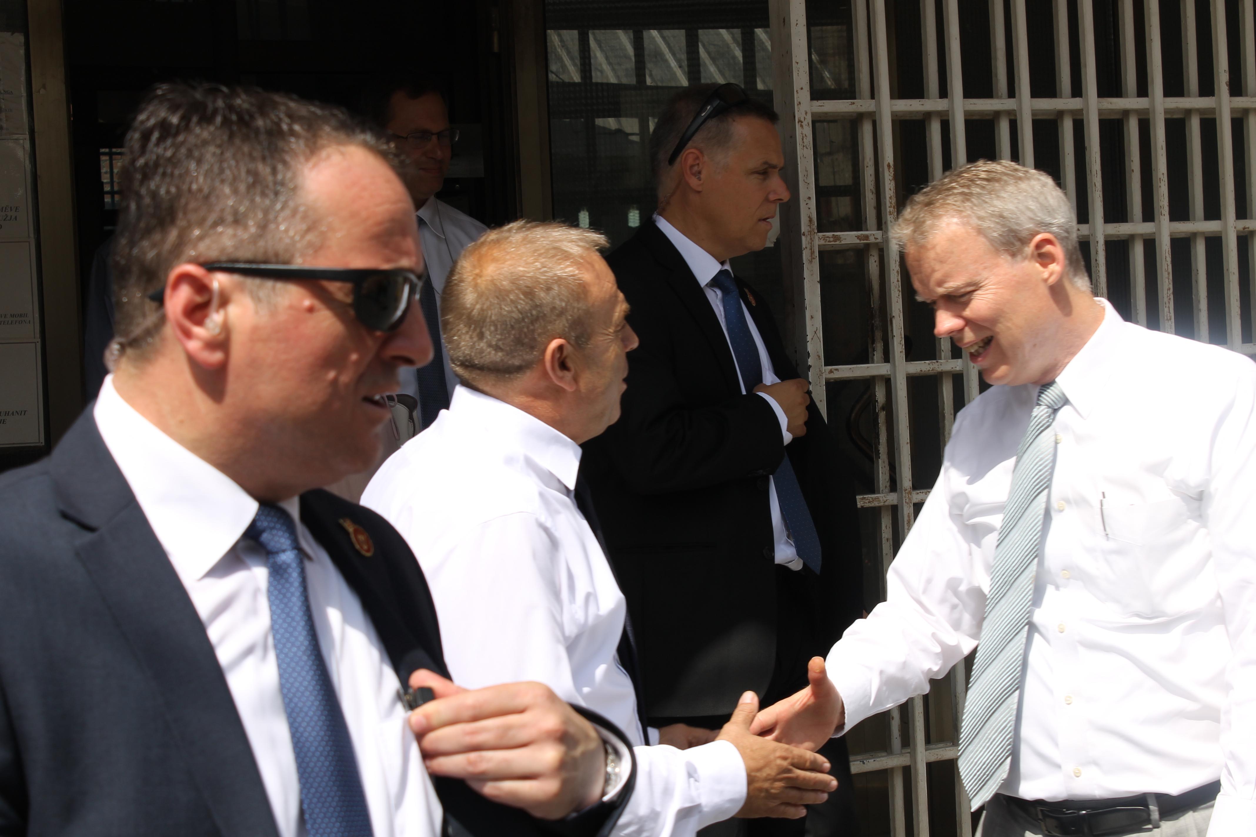 Ambasadori Shteteve të Bashkuara në Republikën e Kosovës, Greg Delawie, viziton Gjykatën Themelore të Mitrovicës